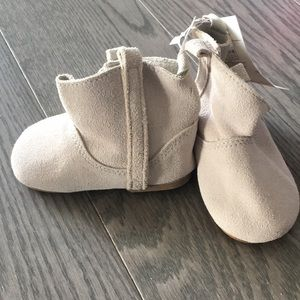 NWT gap size 6-12 month boots